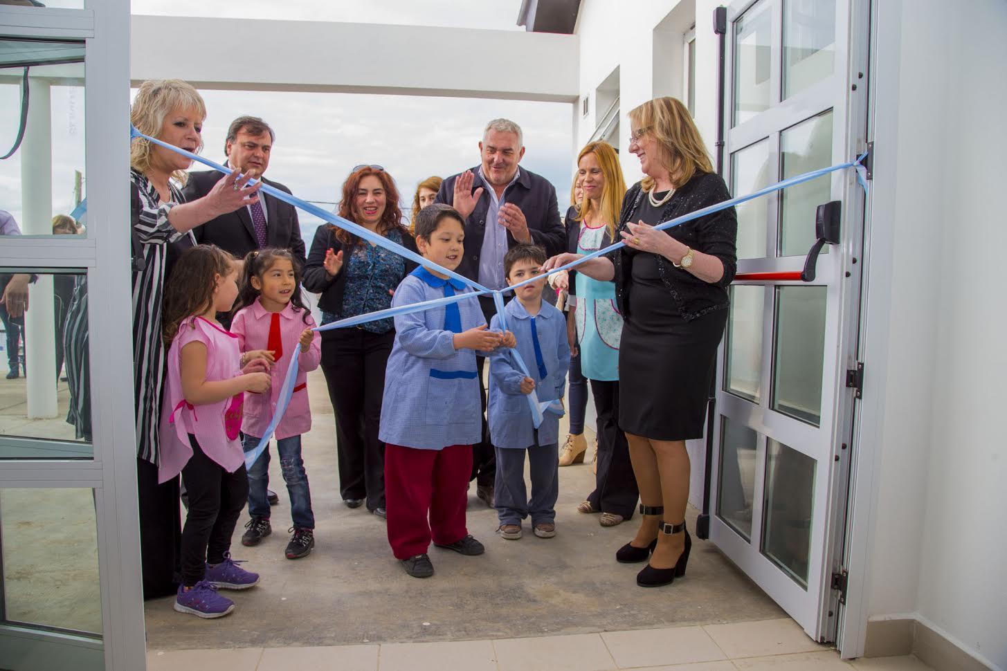 Se inaugur el nuevo edificio del jard n de infantes n 63 for Leccion jardin infantes 2016